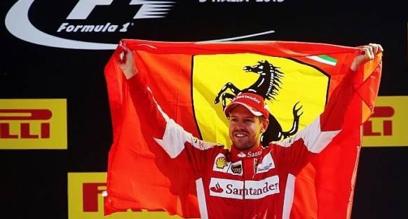Vettel 2016'da Ferrari'nin Mercedes'i yenebileceğini düşünüyor