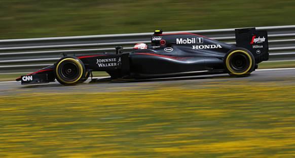 McLaren iki araçta birden parça değişikliğine gitti