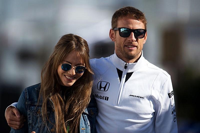 McLaren підтвердила заміну компонентів на машині Баттона