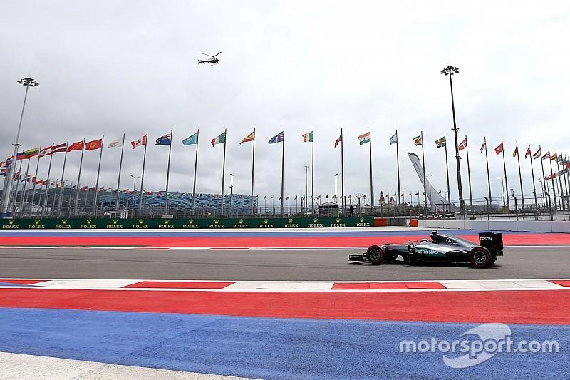 Hamilton lidera los libres 2 con preocupación en Ferrari