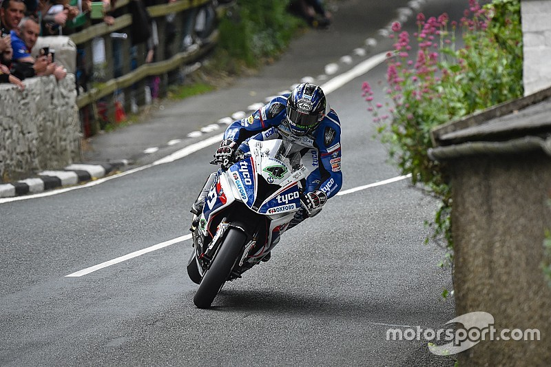 TT 2016, per Ian Hutchinson vittoria e record in Superstock