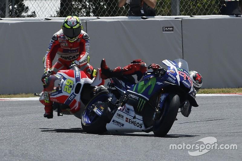 Basta polemiche: l'ala Ducati si è staccata nel crash Iannone-Lorenzo