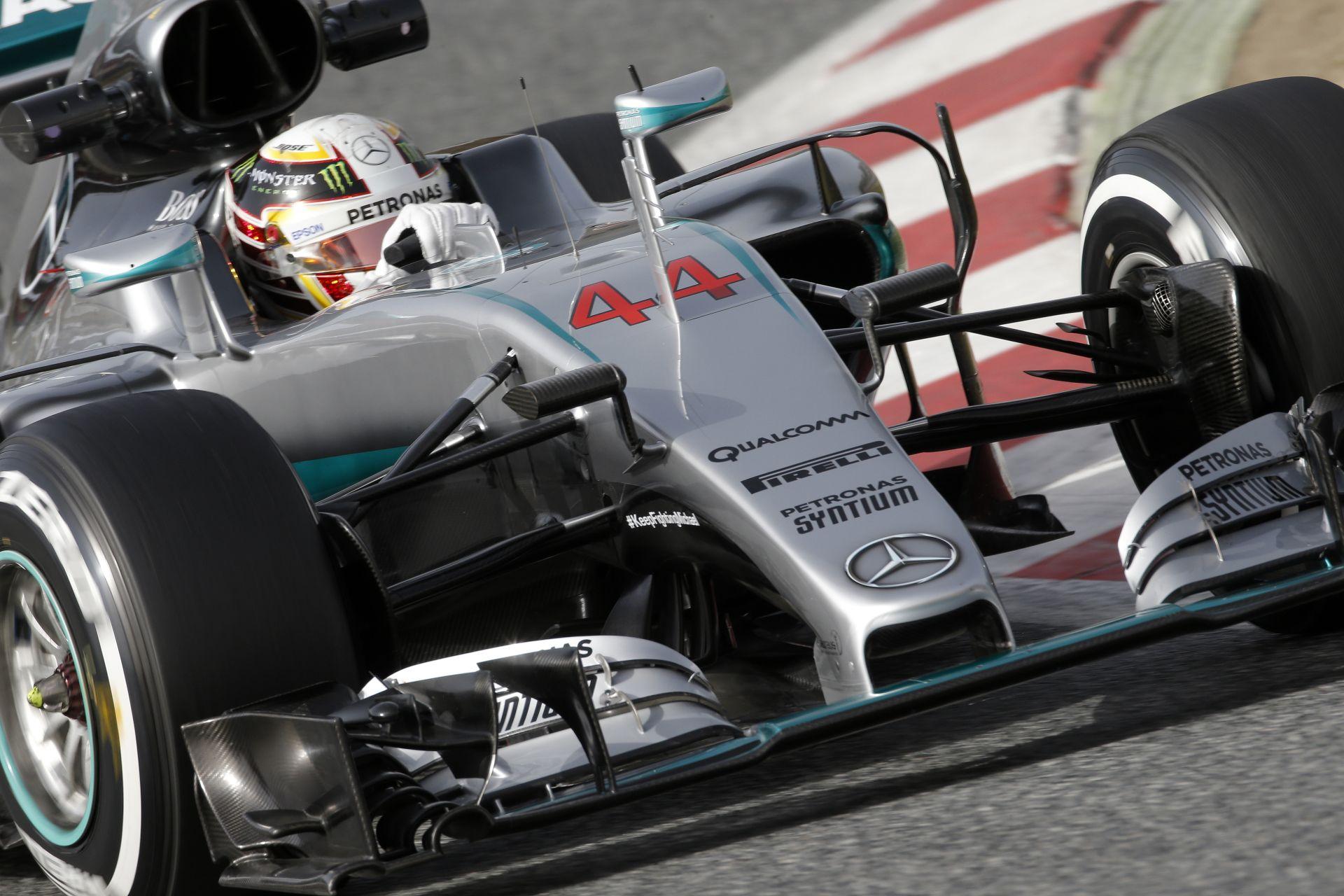 WOW: Hamilton egy versenymotor ellen gyorsult az F1-es Mercedesszel