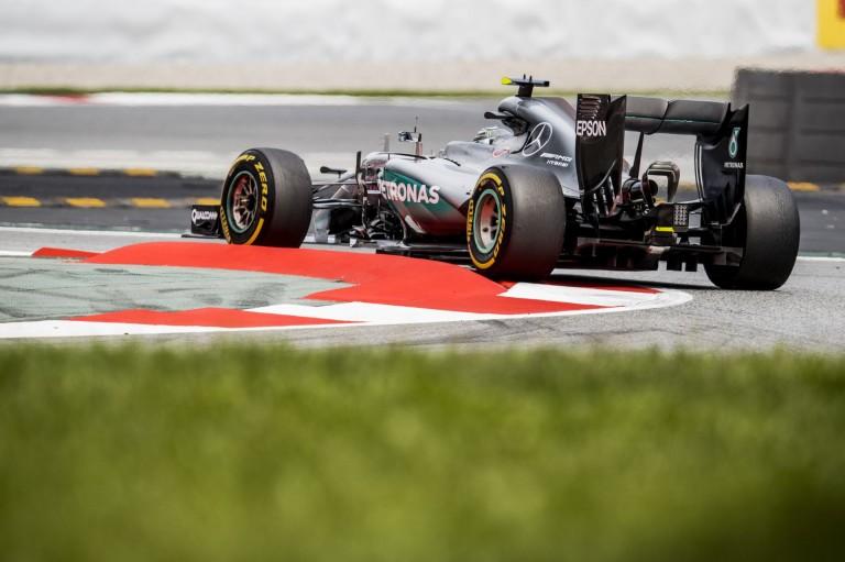 Rosberg és Hamilton is meglepődött a Red Bull mai tempóján!