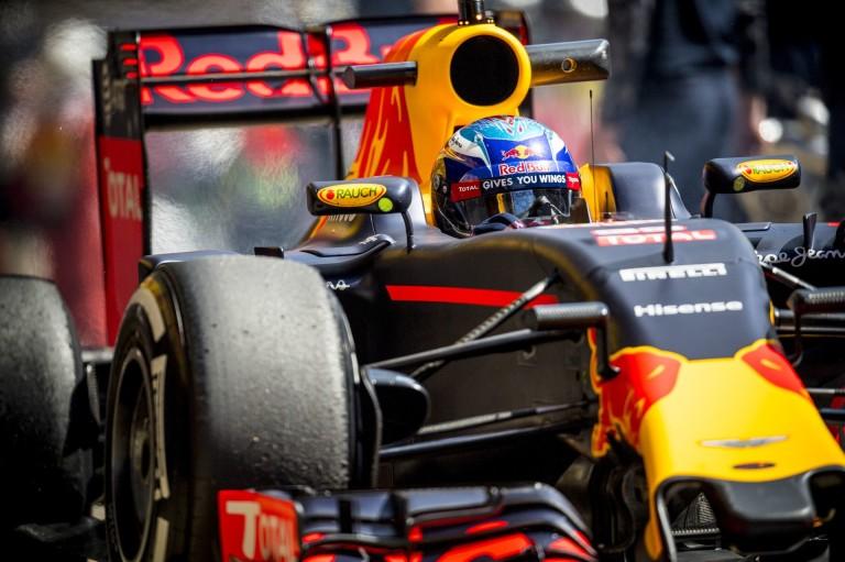 BRÉKING: Verstappen megnyerte a Spanyol Nagydíjat Raikkönen és Vettel előtt! Mindkét Mercedes kiesett!