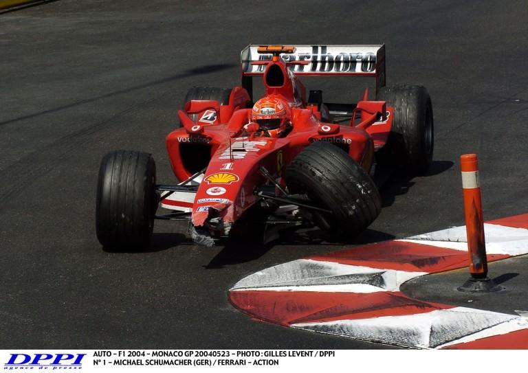 Schumacher és Montoya legendás ütközése Monacóból: dráma a biztonsági autó mögött!