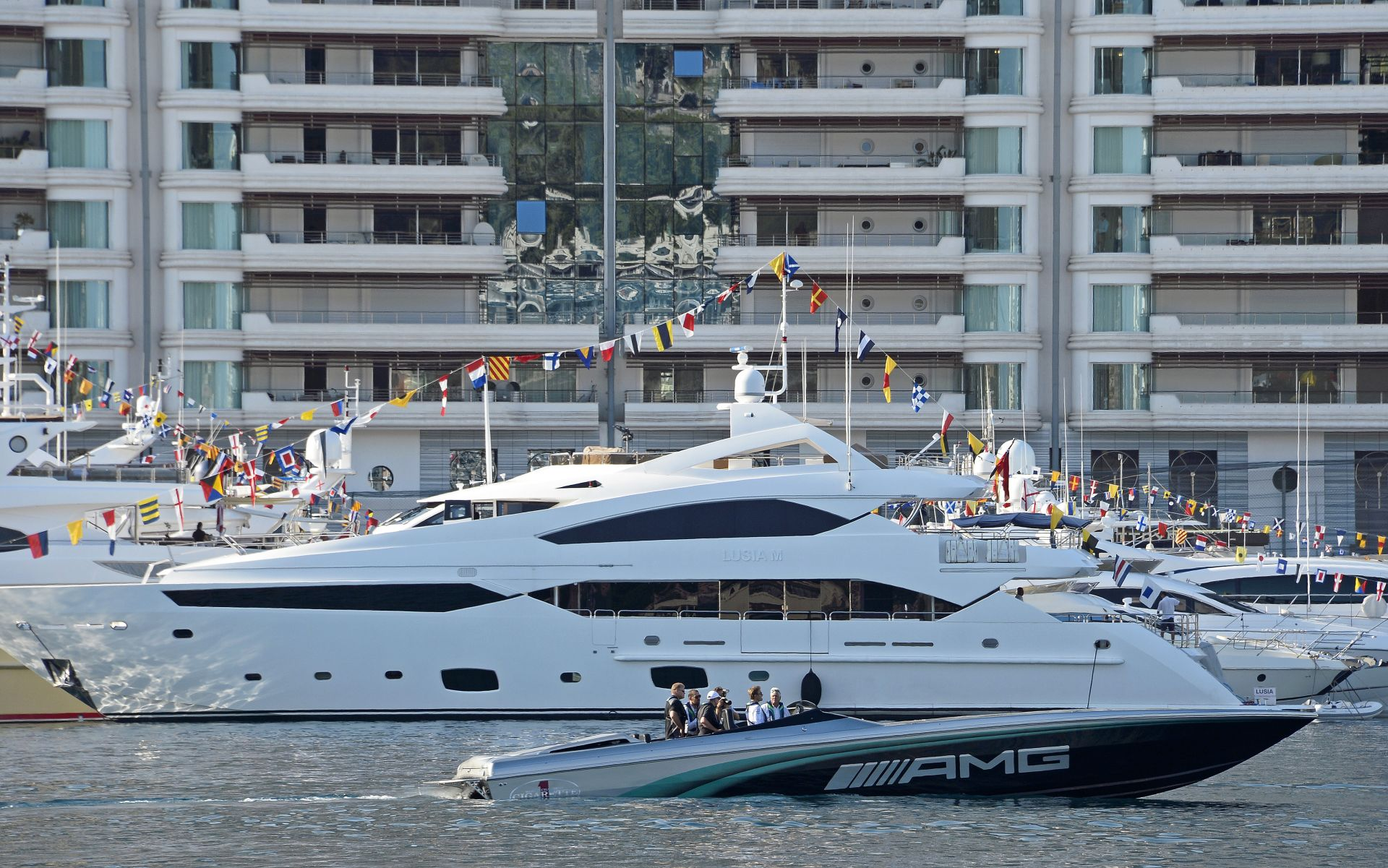 Ennél lazább életed nem lehet versenyzőként: Hamilton és Rosberg is hajóval csapatott Monacóban
