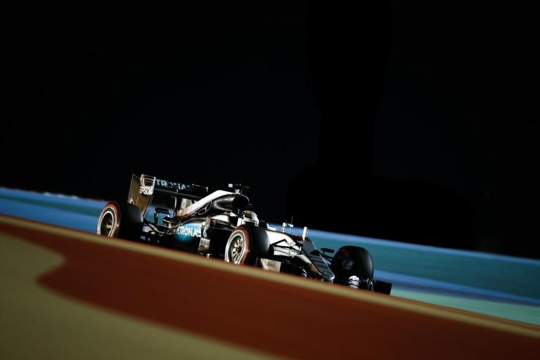 Videón minden idők leggyorsabb köre Bahreinből: Hamilton pole, 2016