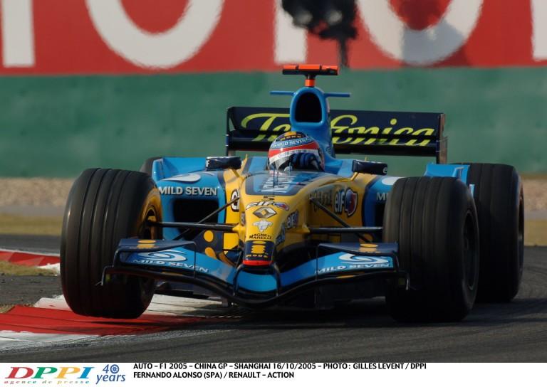 Alonso rajtelsőségét érő köre Kínában a gyári Renault-val: 2005