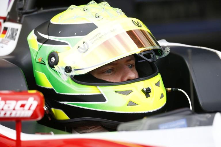 Verstappen szerint Schumacher fia nem olyan jó, mint az édesapja