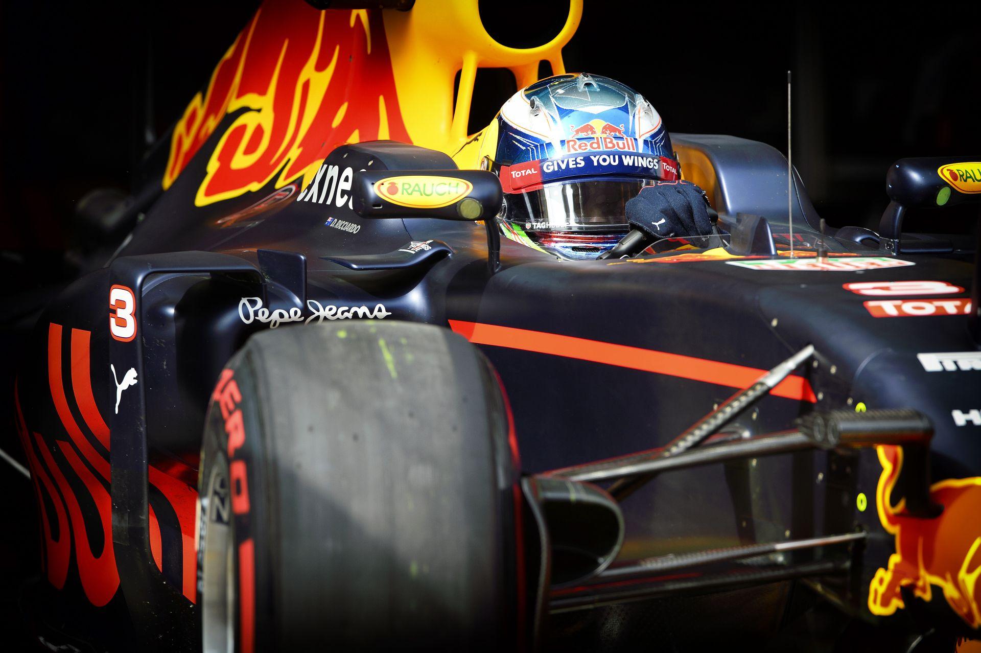 """Ricciardo szerint a """"szélvédővel"""" a rajt problémás lehet, Kvyat pedig a szurkolókat tartja szem előtt!"""