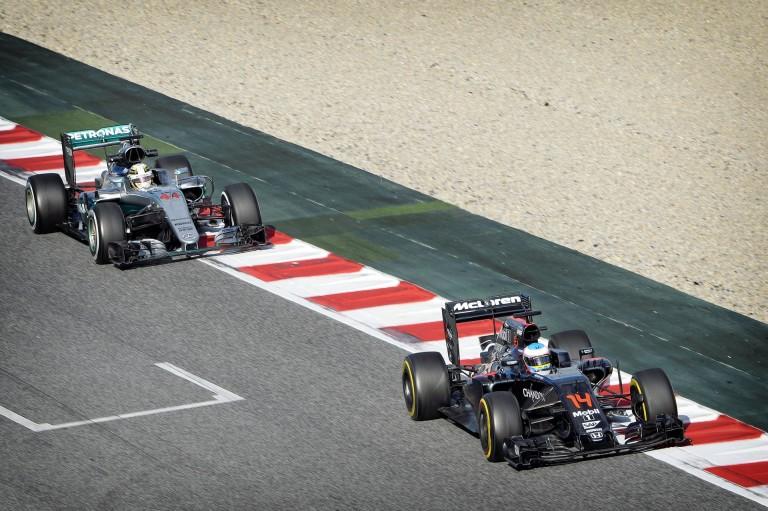 A McLaren nem érti a riválisok aggodalmát: 2017-ben több előzés lesz!!!