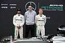 A Mercedesnek nincs gondja az új időmérővel