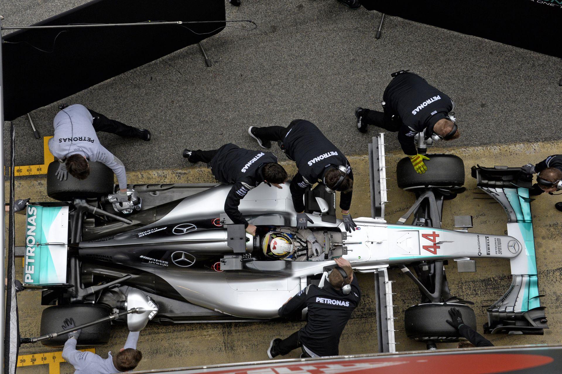 """Hamilton: """"A Ferrari futott néhány hihetetlen időt a teszten…"""""""