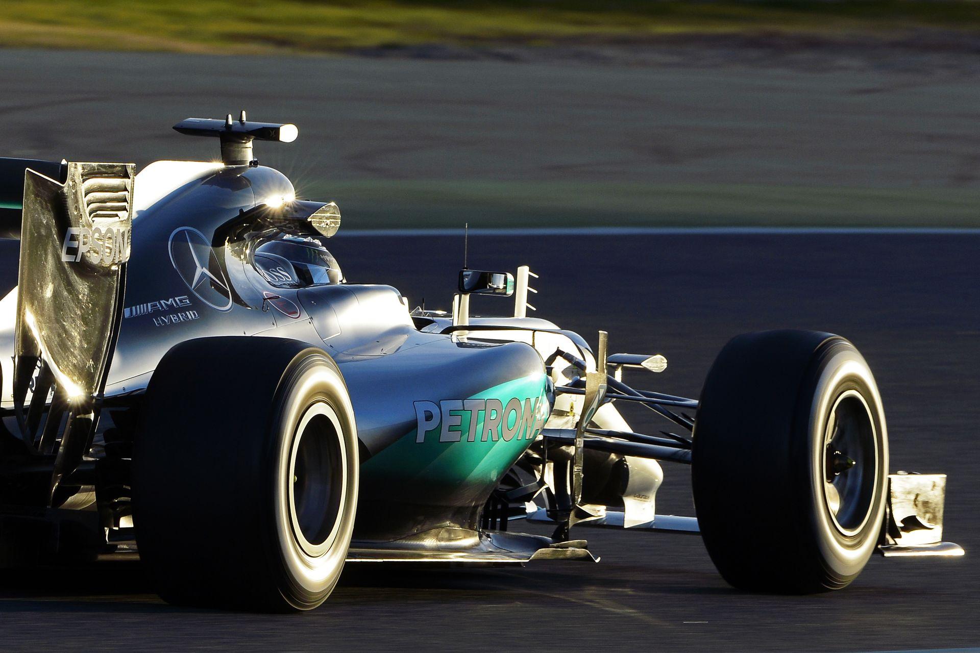 Rosbergnek tele a hócipője a médiával – sok hazugság jelenik meg, amin néha felhúzza magát!