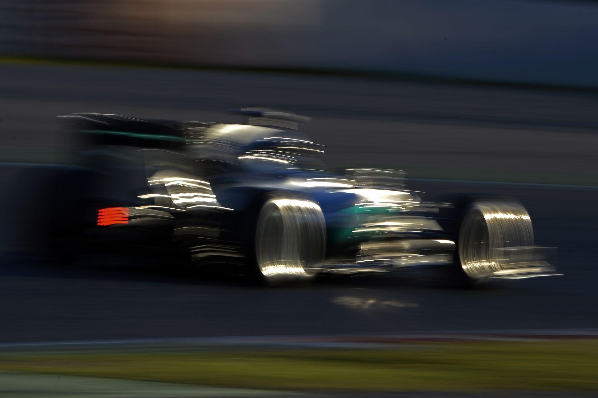 A Mercedes csapatvezetője szerint változtatni kell az időmérőn, már Bahreinre!