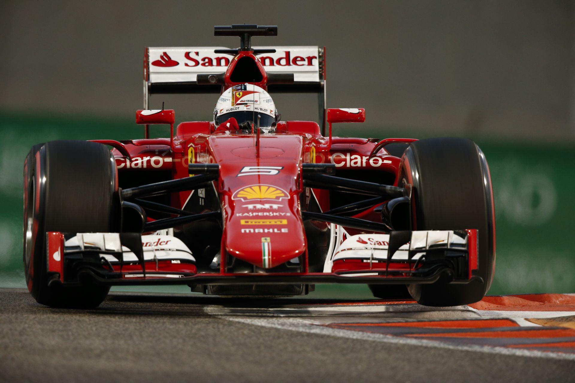 Így még nem láttad Vettelt F1-es Ferrarit vezetni: videó