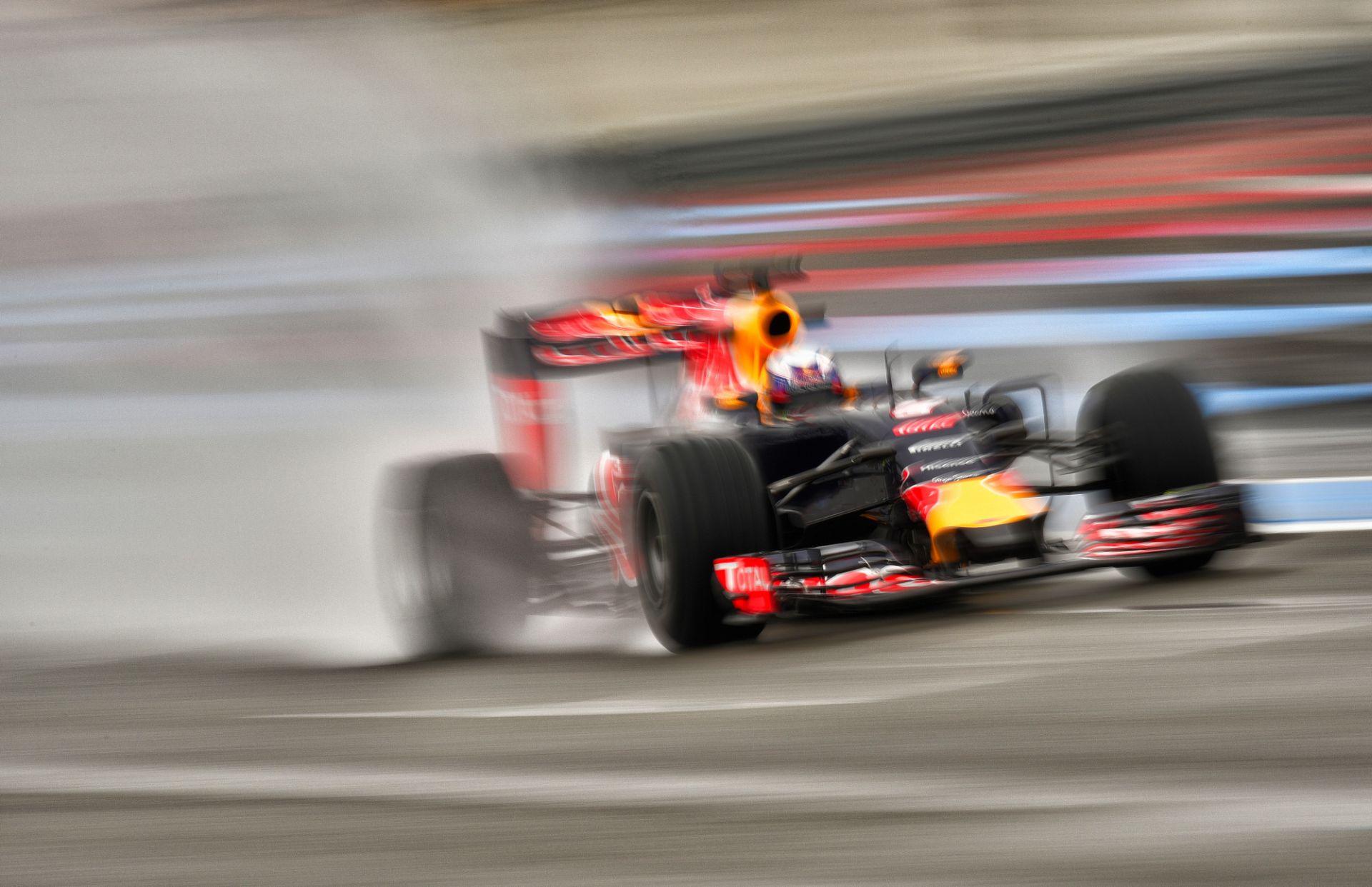 A Mercedes miért maradt ki a Pirelli esős mókájából?
