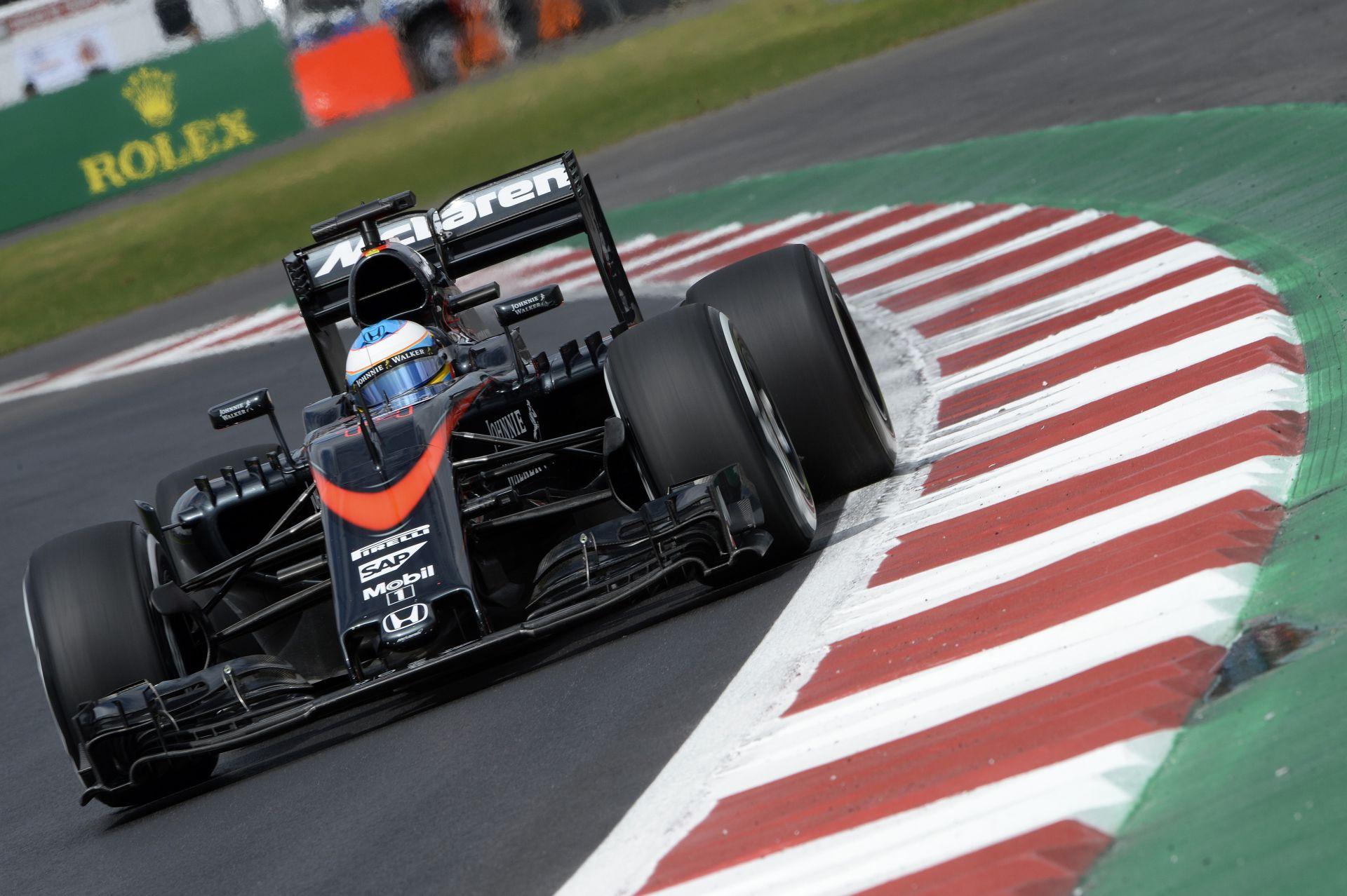 Alonso szándékosan lassított Vettel előtt a bokszban Mexióban? Videón a jelenet!