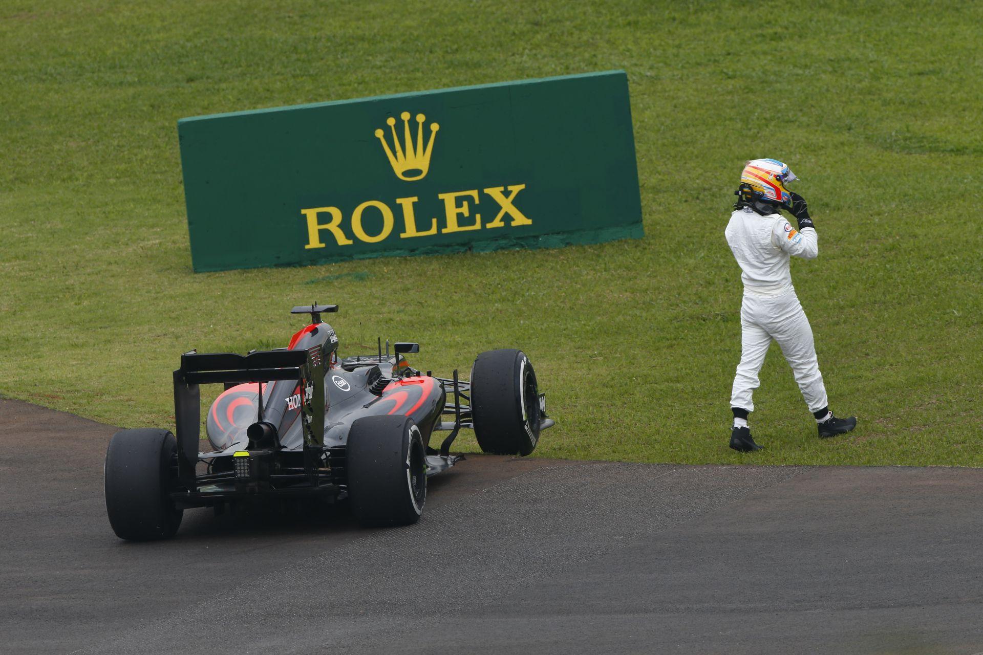 A gyártók okosnak hiszik magukat, de Ecclestone sem hülye: 35millió euró Honda-motorért?!