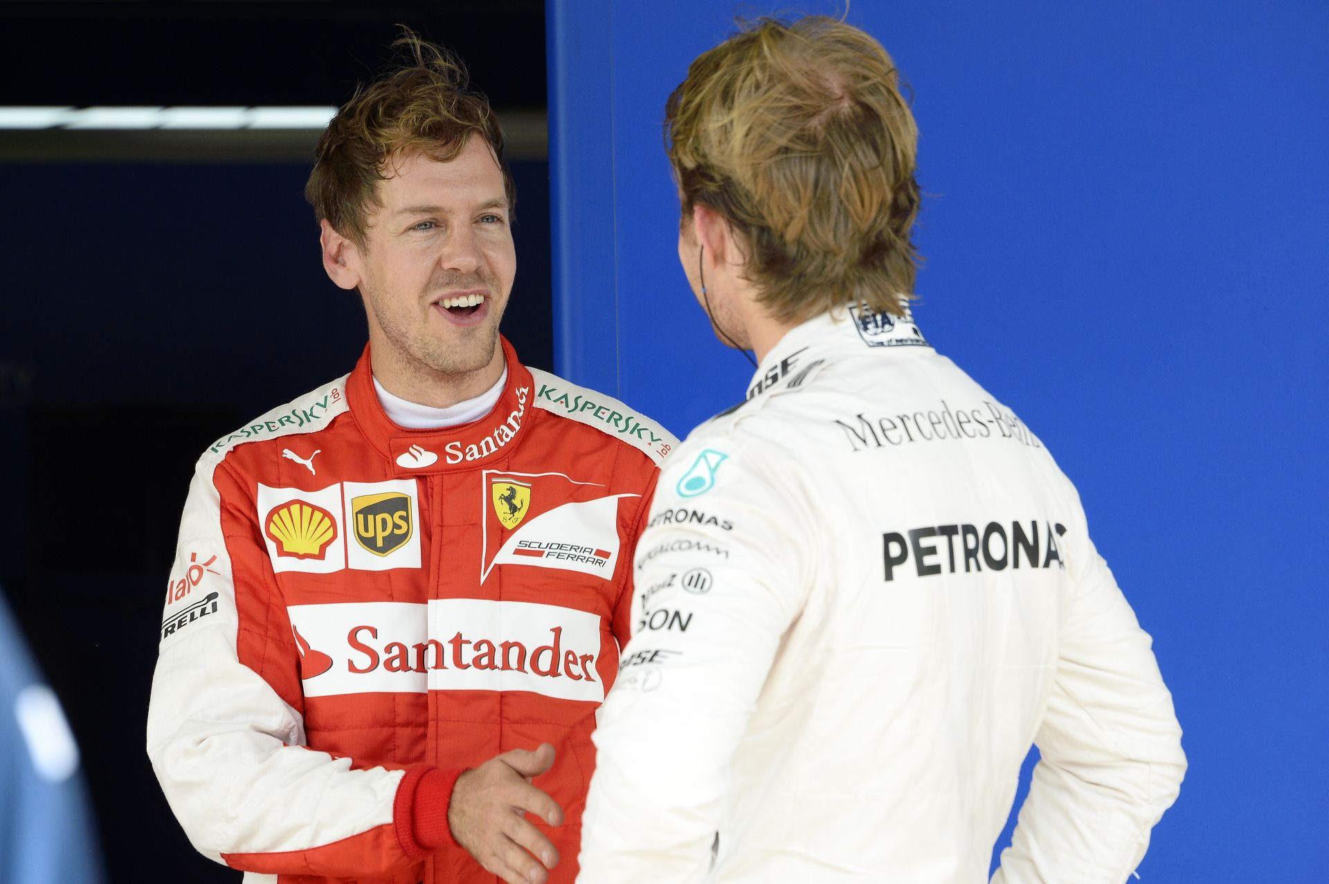 Az év végére csalódásnak tűnik a Ferrari: Vettel sem tud mit kezdeni a Mercedesszel