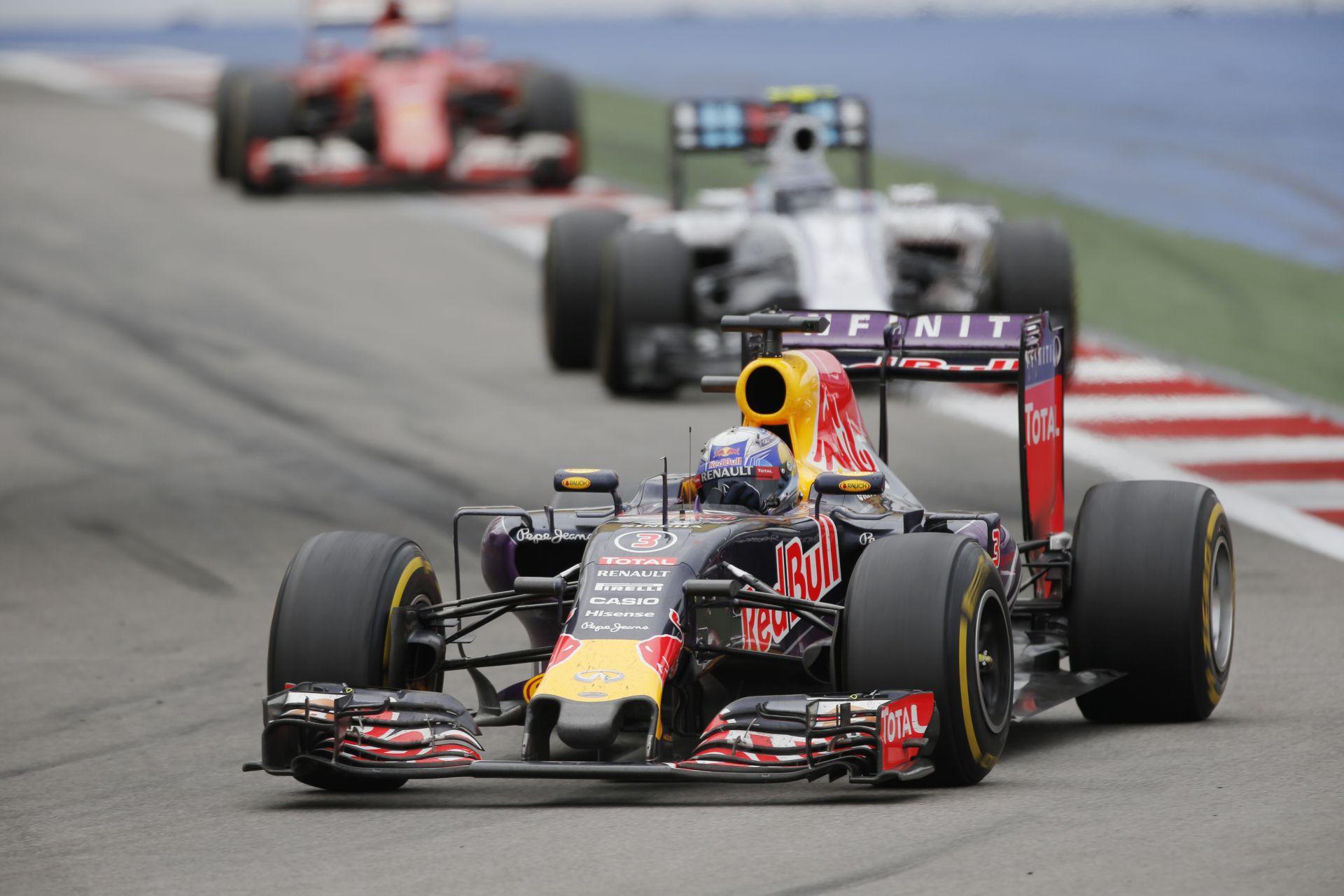 Valamilyen motor lesz jövőre a Red Bullban, csak a kérdés az, hogy ez V6, vagy V8?