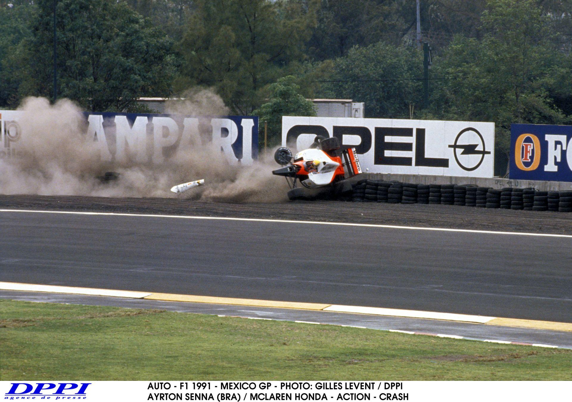Senna nagy bukása a Mexikói Nagydíjon: itt tudatosult benne először az, hogy komoly sérülés érheti a Forma-1-ben