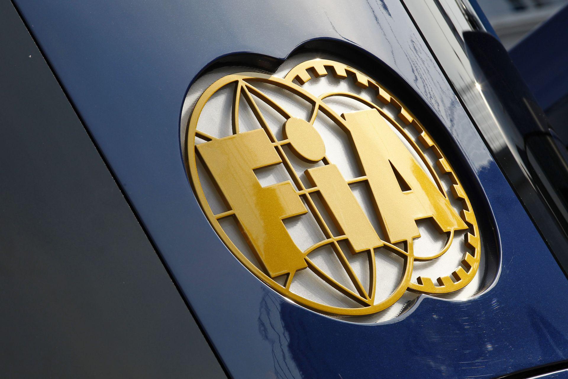 Túl sok a kanyarlevágás a Forma-1-ben, az FIA-nek lépnie kell