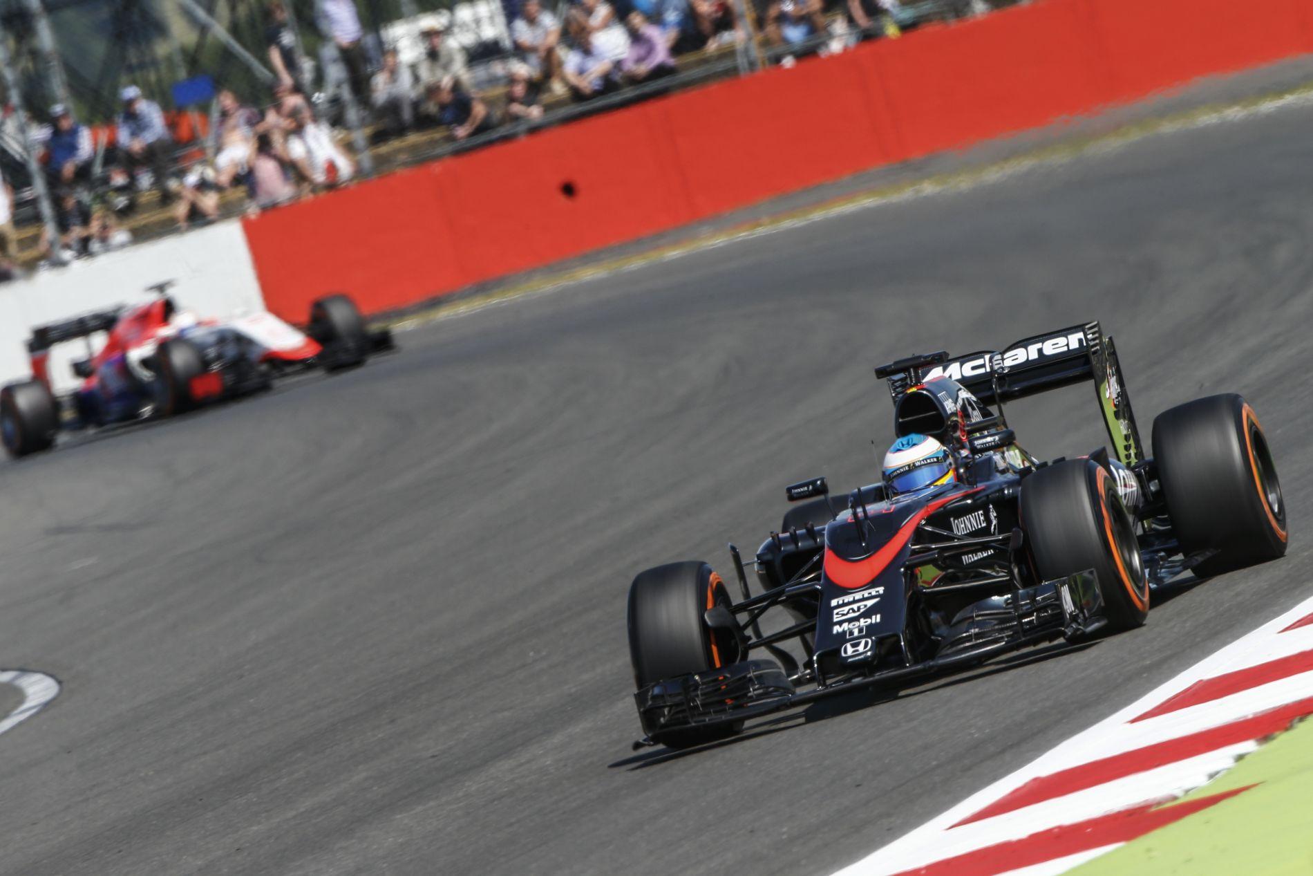 Hivatalos: megrovással megúszta a McLaren, nem zárják ki Alonsót