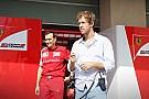 Vettel ma már a Ferrari garázsában egyeztet, a mclarenesek Honda-pólóban
