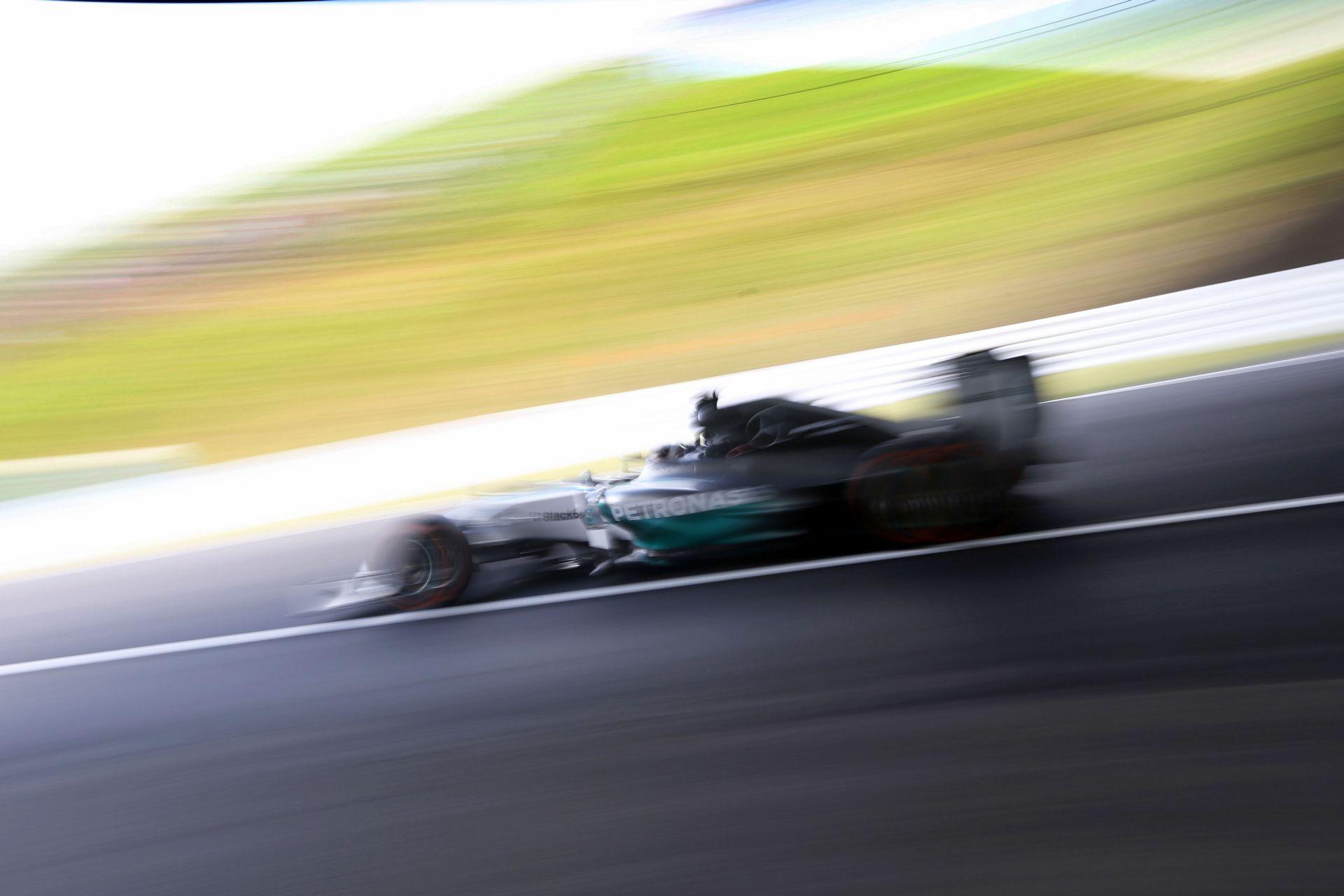 Hamilton Rosberg és Bottas előtt Japánban! Ricciardo és Kobayashi csúnyán megtörte az autóját Suzukában a második edzésen