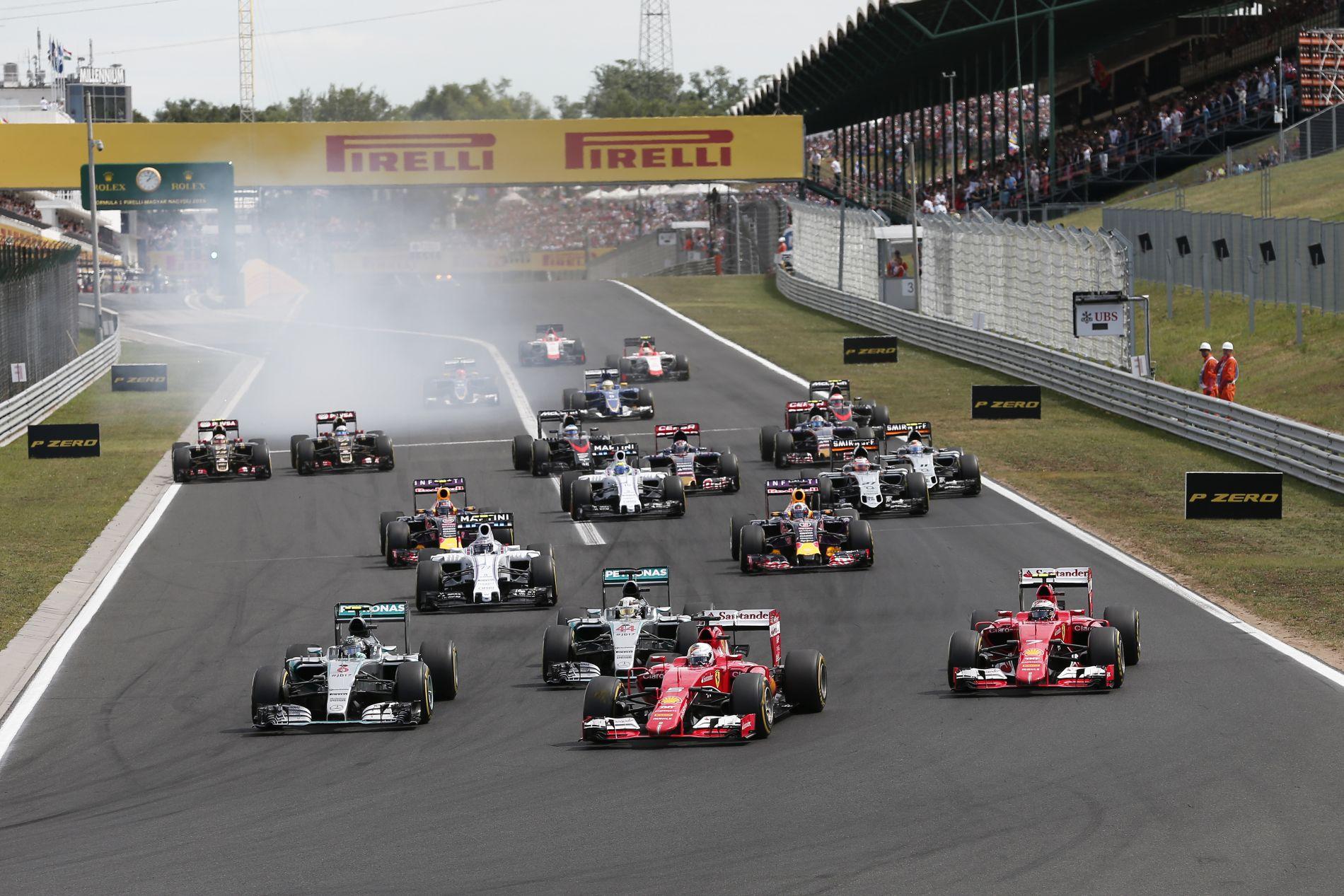 Ilyen volt a 30. Magyar Nagydíj rajtja a lelátóról: ováció a Ferrariknak