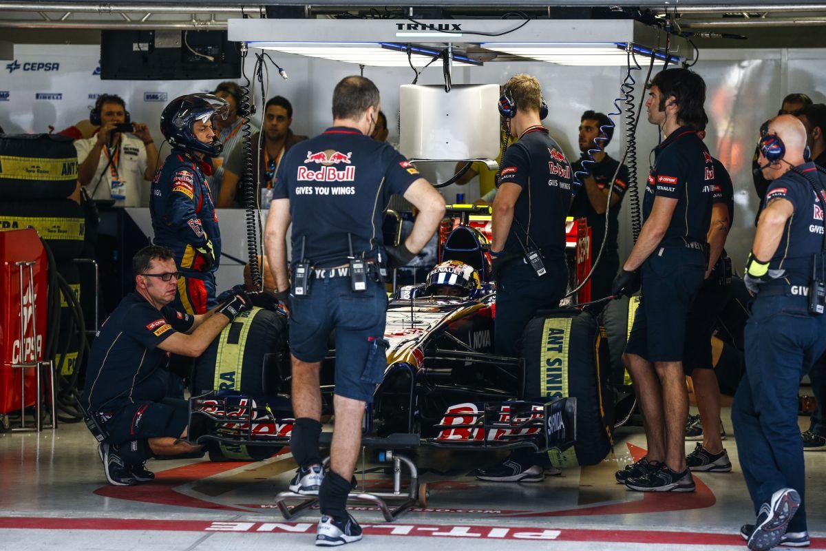 Frusztráltak a Toro Rosso versenyzői: Vergne szerint a nagyi is így körözött volna Szocsiban