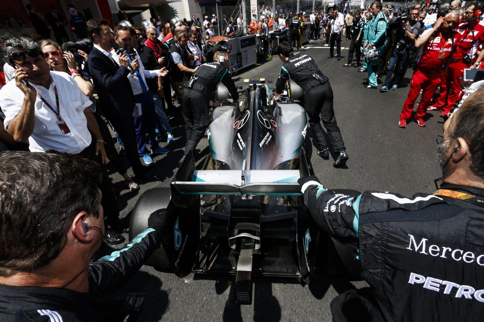 A Mercedes ráér, csak Spában érkezik az erősebb motor, a Ferrari előbb villantana