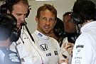 Button egyelőre nem félti az állását a McLaren-Hondánál