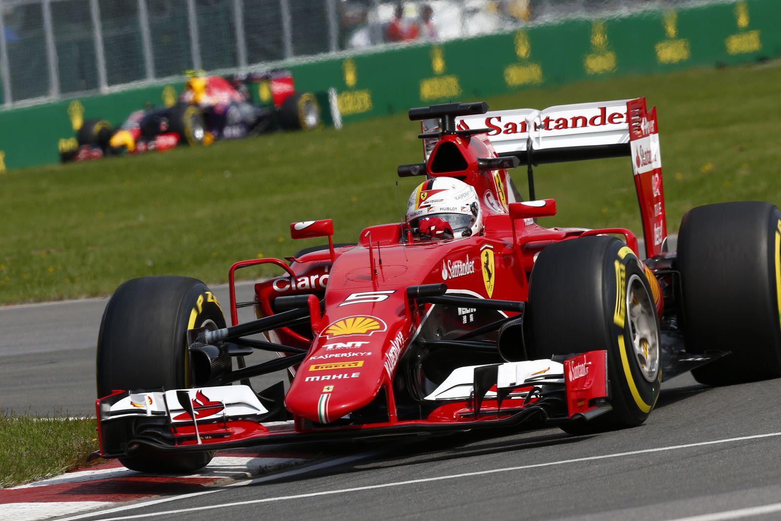 Elektronikus gondok Vettelnél: Raikkonen az egyetlen remény a Ferrarinál