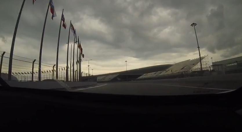Fedélzeti kamerás felvétel Szocsiból: így mutat a pálya egy 208-as Peugeot szélvédőjén keresztül