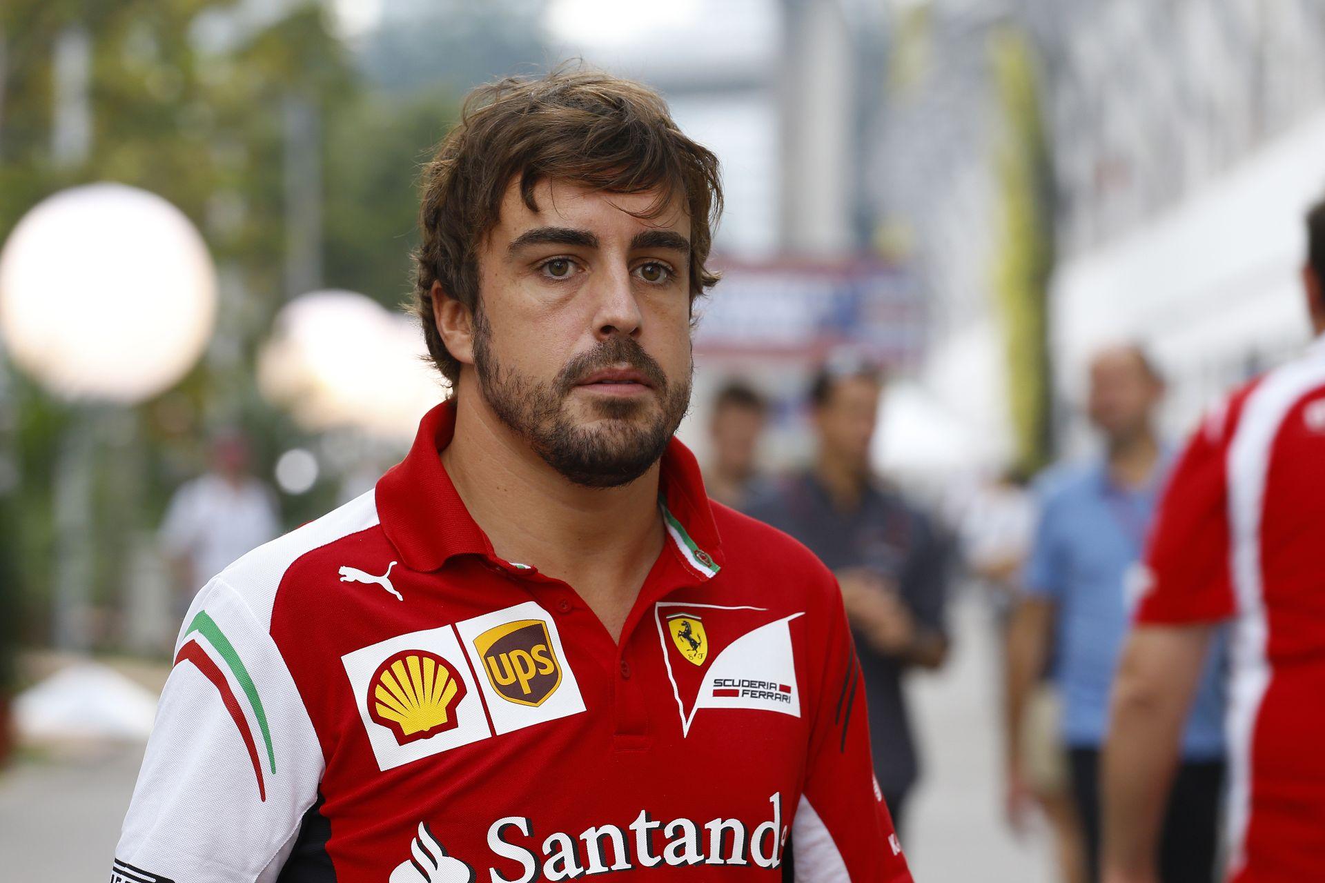 Alonso nyitott az élen a Ferrarival Szingapúrban! Mercedes-duó a második és harmadik helyen a Red Bullok előtt