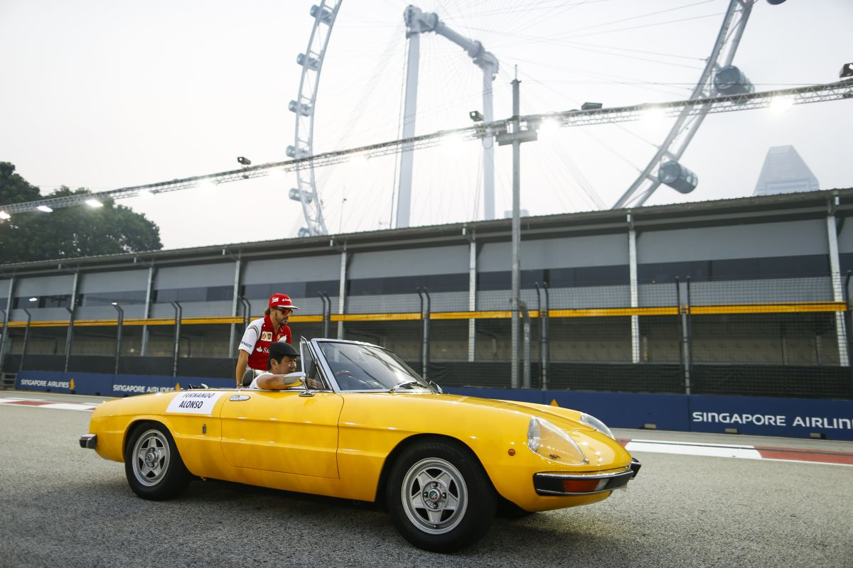 Alonso boldog, mert fejlődtek, de ez nem elég: balszerencsések voltak a biztonsági autóval