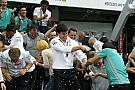 Lauda nem akarja, hogy változzon a csapatfilozófia, de a Mercedes nem állhat ott idiótaként