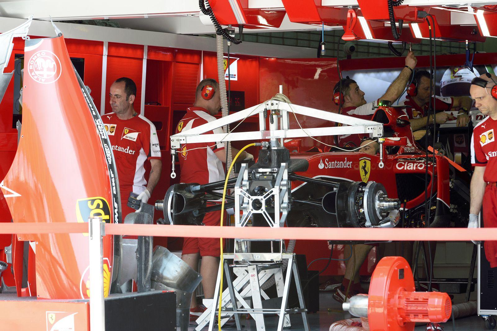 A Mercedes emeli kalapját a Ferrari előtt, szerintük az üzemanyag miatt fejlődtek az olaszok