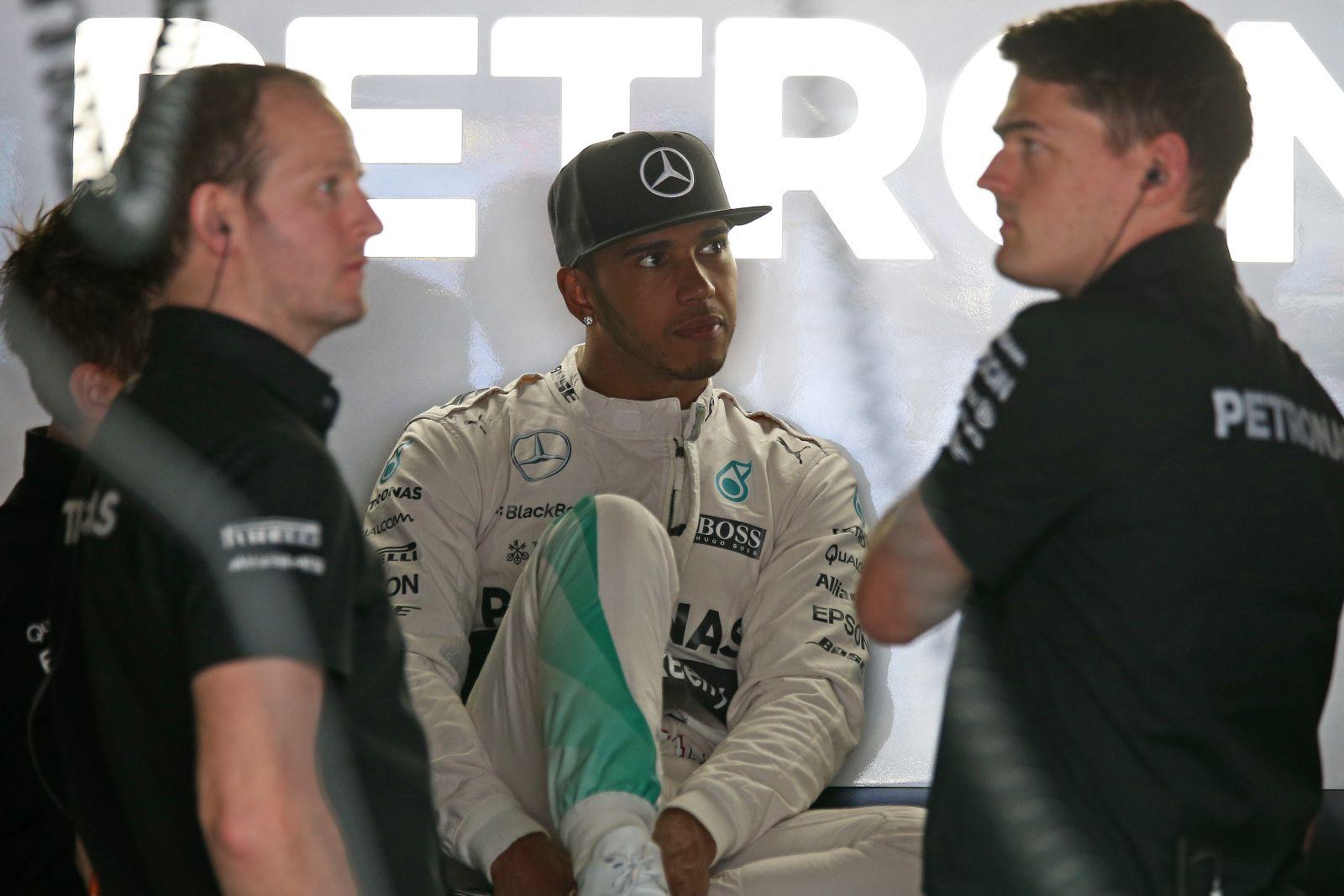 A Mercedes tévesen ítélte meg a helyzetet, elcseszték Hamilton győzelmét!
