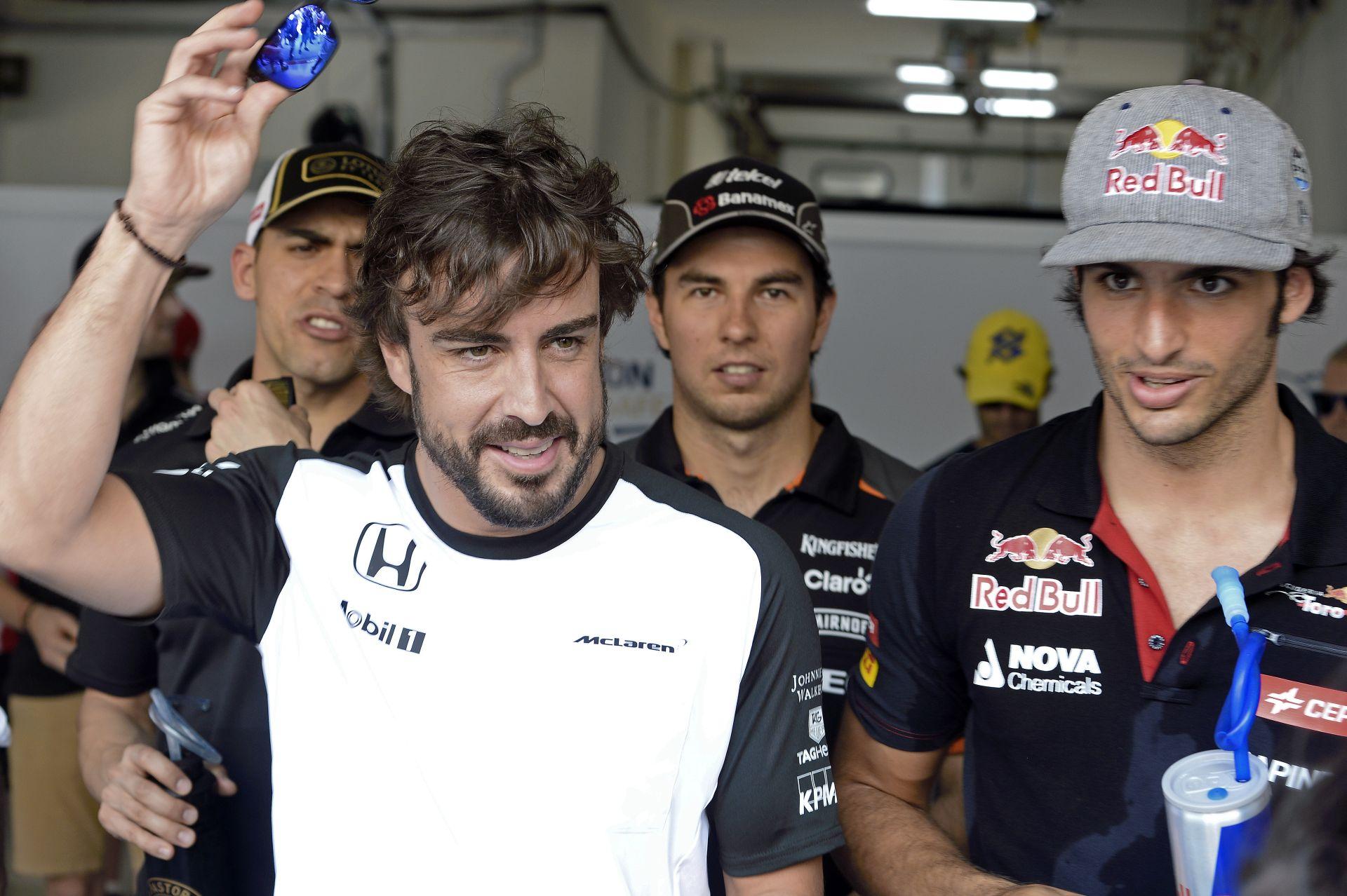 Sainz Jr.: Alonso még mindig a legjobb, és ha ő nem versenyez a Forma-1-ben, most én sem vagyok itt