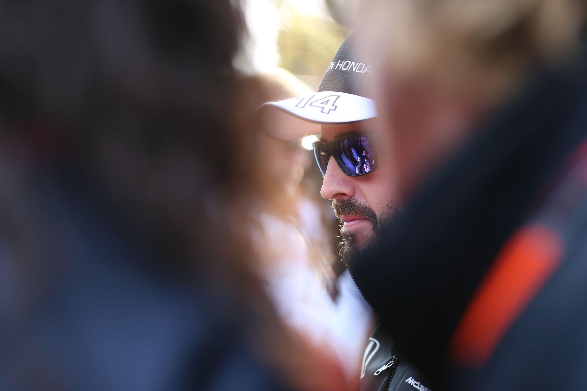 Nincs nagy gond Alonso McLaren-Hondájával, ott lehet az időmérőn (frissítve)