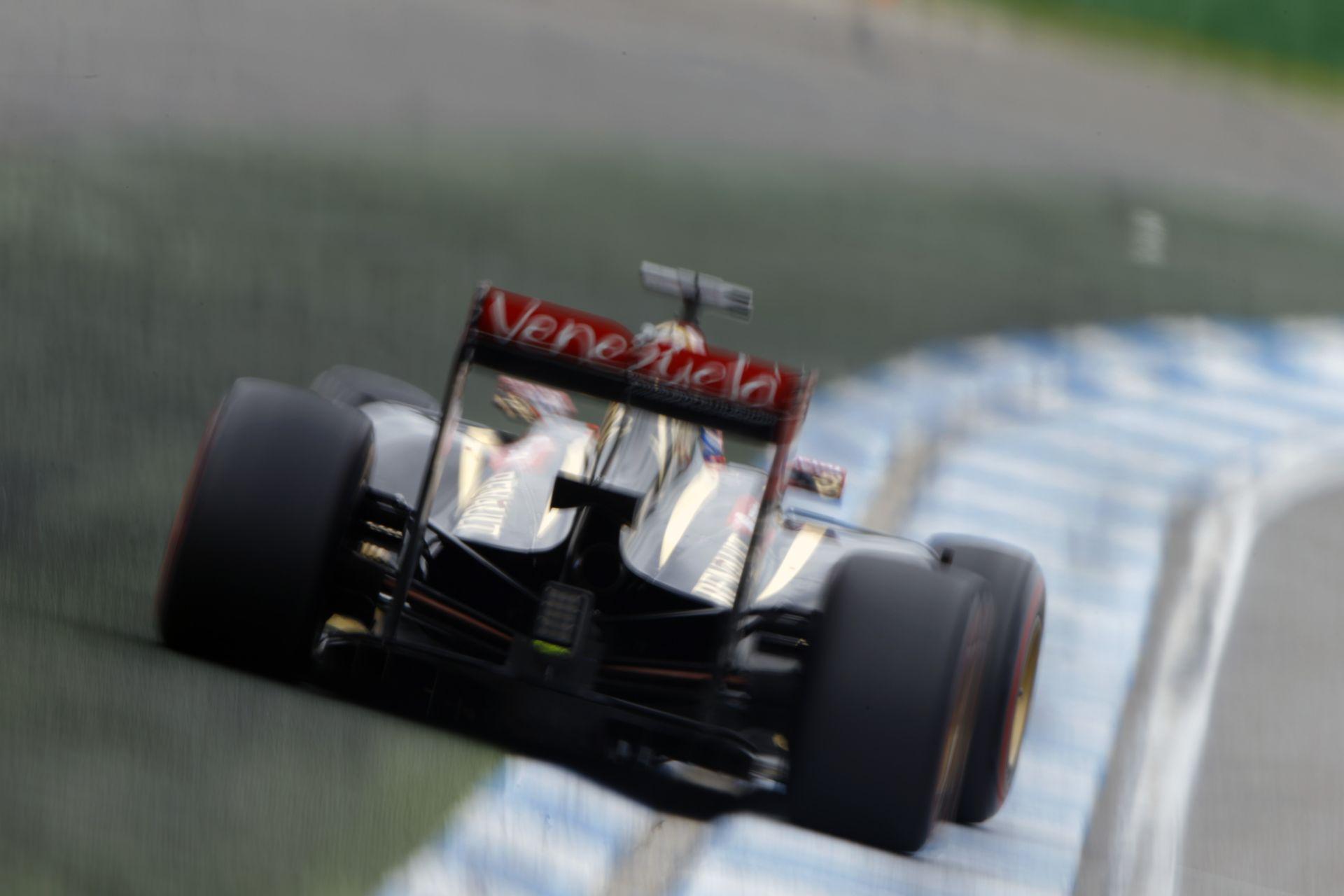 Grosjean fél kézzel vezet a Hungaroringen: Laza a Lotus versenyzője