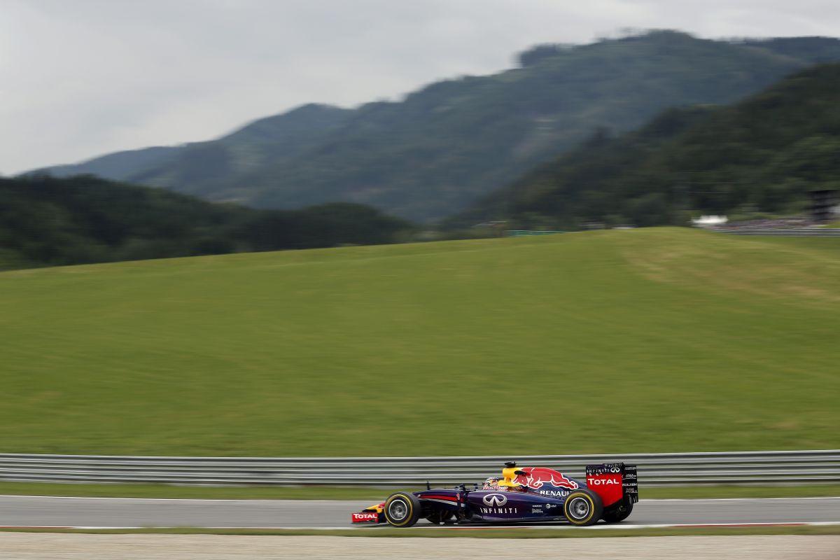Holnap érkezik pár dolog a Red Bullra, amitől gyorsulhatnak - Vettel