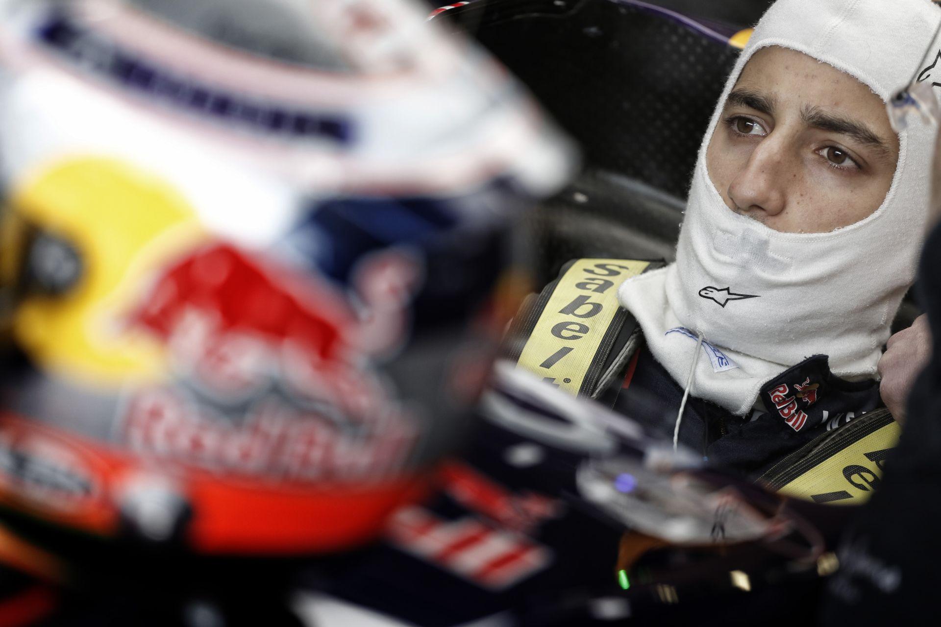 Ricciardo megint legyőzte Vettelt, de a német most kiesett!