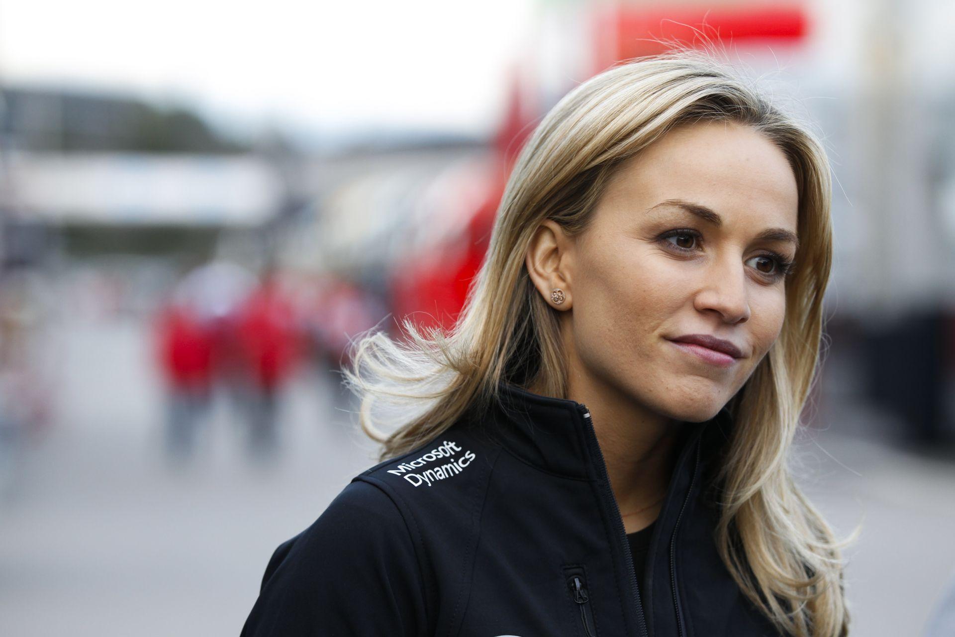 A Lotus női F1-es pilótája szerint csak féltékenyek rá a Forma-1-ben