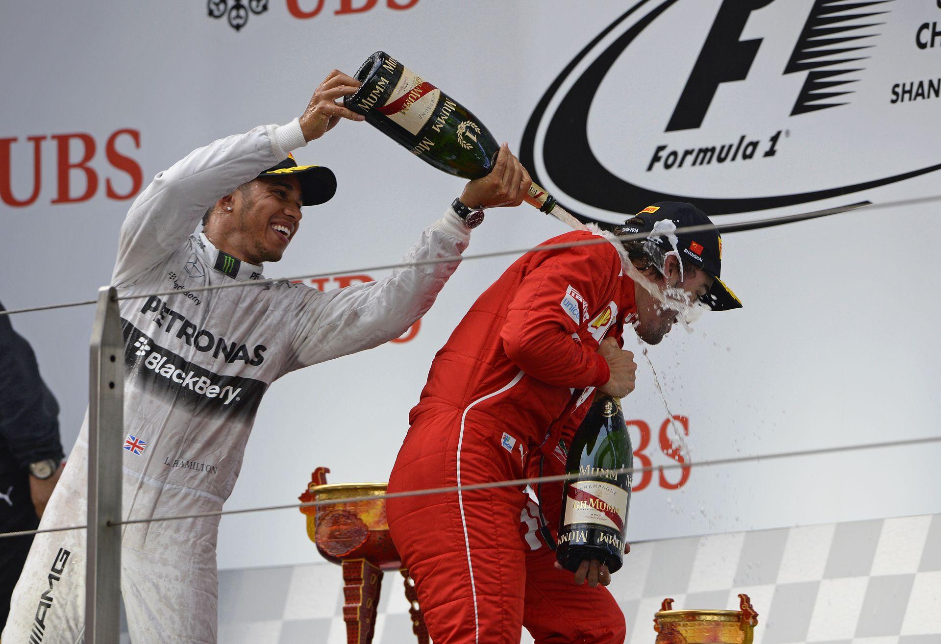Hamilton: Alonso még mindig esélyes a címre, és talán Raikkönen is