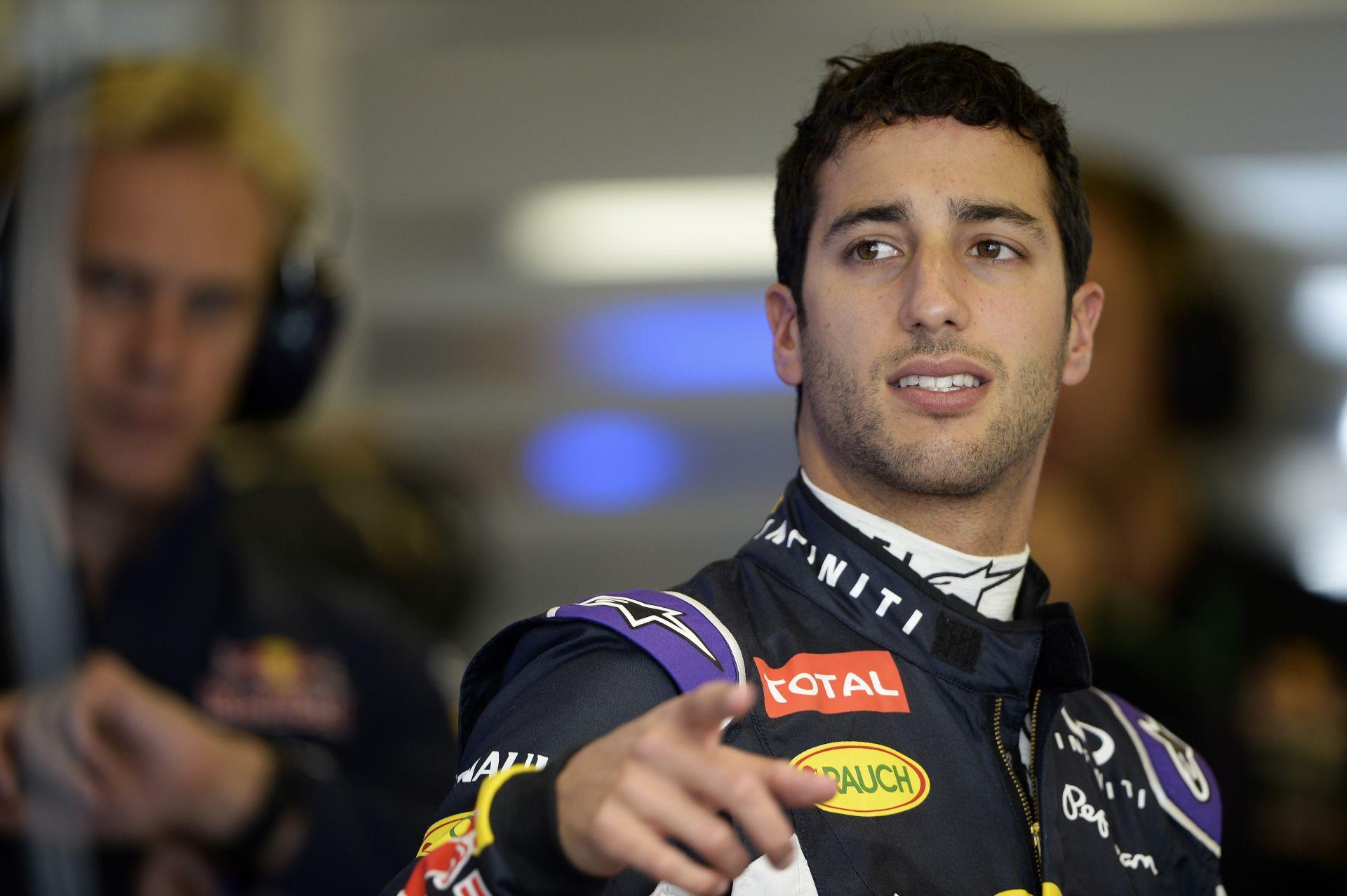 Fedélzeti kamerás felvétel Daniel Ricciardóról, ahogy a Red Bullt vezeti Ausztráliában